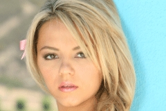 XFANZ TV Goes On Set for 'My Plaything Ashlynn Brooke'